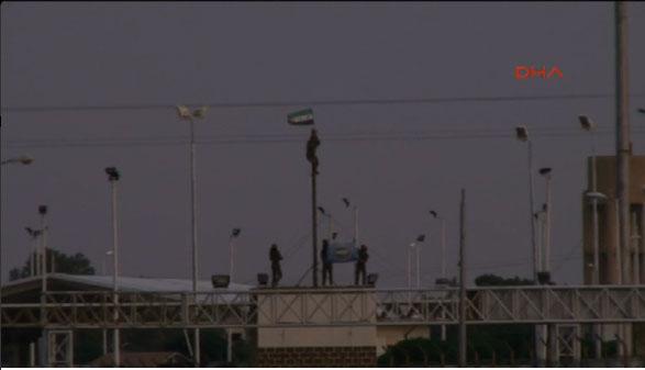 на КПП граница с Турцией вывешен флаг революции