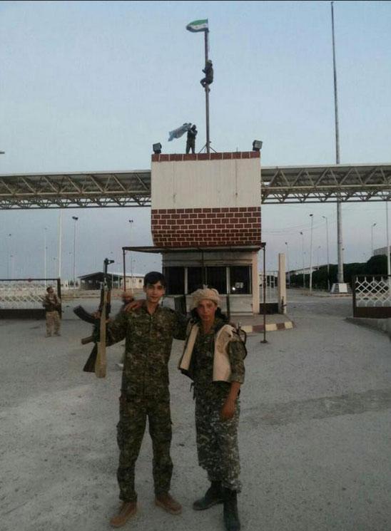 Tal Abyad практически взят курдами и оппозицией, на КПП с Турцией флаг сирийской революции