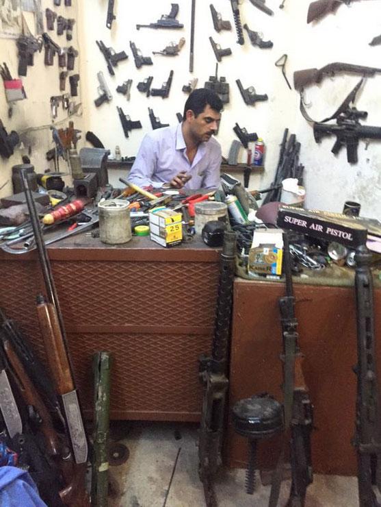 Шопинг по курдски: оружие и снаряжение на прилавке