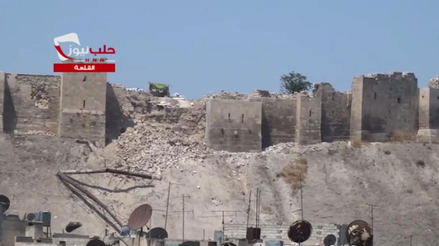 ФОТО: часть обрушившейся стены в цитадели Алеппо