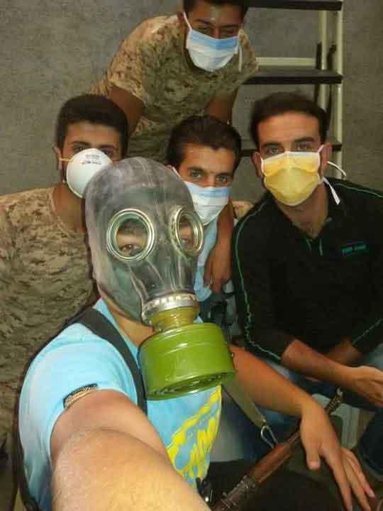 """""""Химическое селфи"""" сил оппозиции во время химической атаки ИГ в провинции Алеппо"""