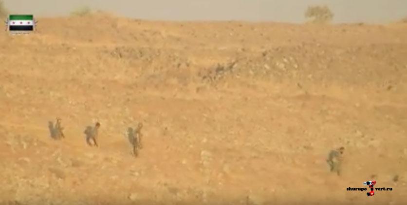 Сила Асада бегут, оставляя свои позиции в близи Голанских высот, Кунейтра Сирия... наступление оппозиции продолжается