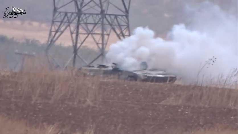 Горящая БМП Асада в районе Хама