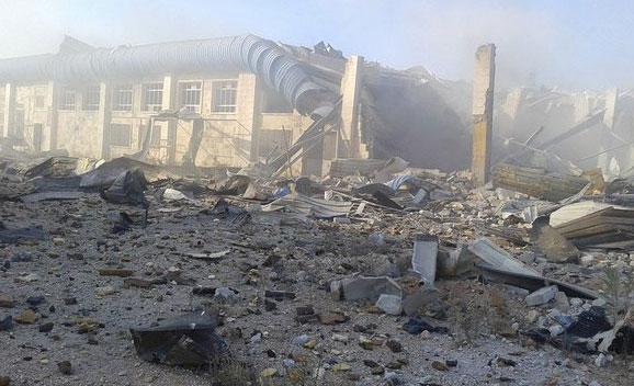 347-8Авиа удар Hayyan, один из последних работающих заводов, Алеппо, Сирия, территория повстанцев