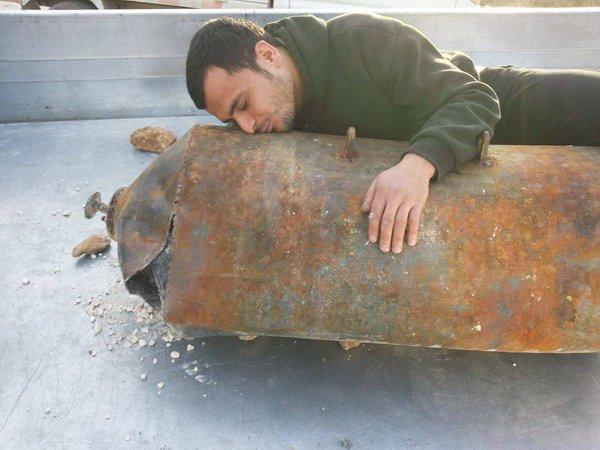 """""""Бочковая бомба"""" Асада - не разорвалась, благодарность местных жителей"""