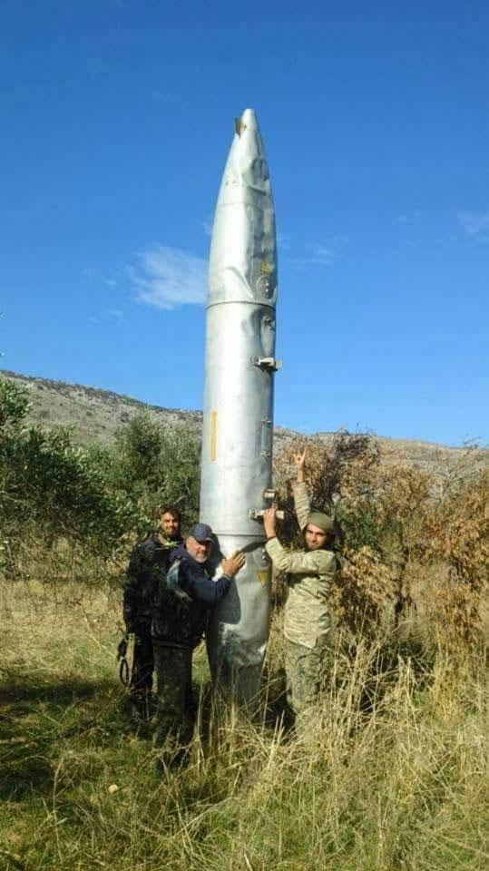 Подвесной бак от российского самолета отстреленный где-то над территорией оппозиции, Сирия