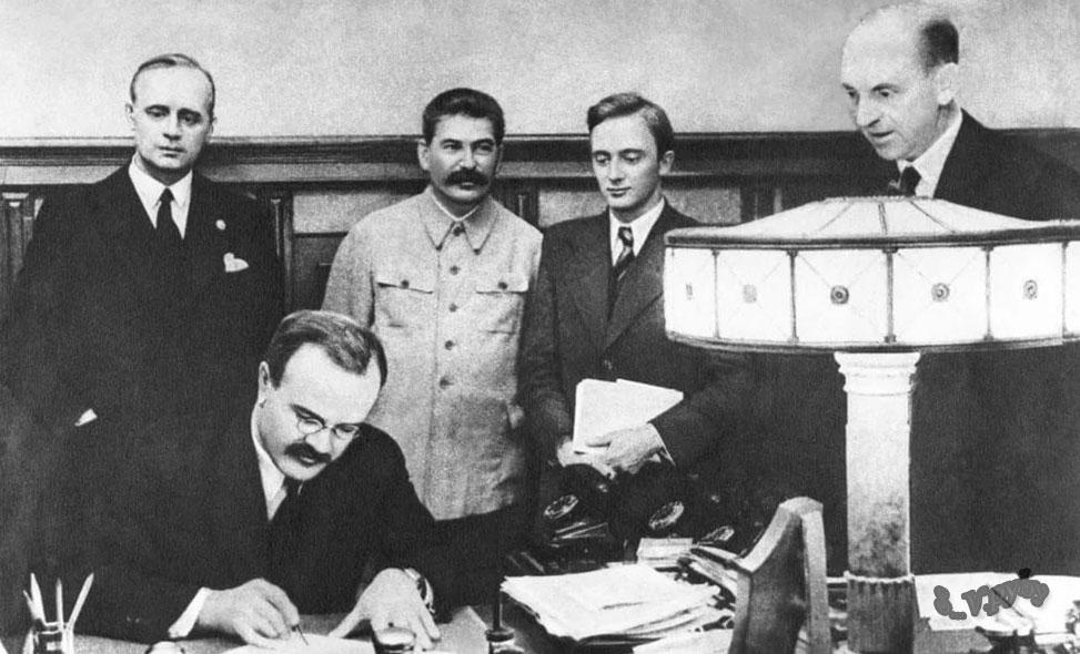 """Размышления над главой первой """"союзники на словах"""" монография: """"Сталин, Гитлер и Запад"""" Лоуренс Рис"""