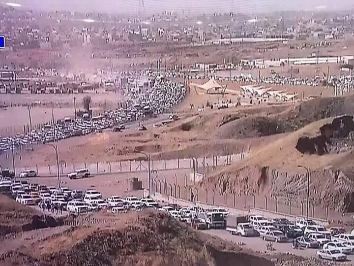Курды и не только, бегущие из Киркука, на фоне наступления правительственных войск и шиитской милиции Ирака