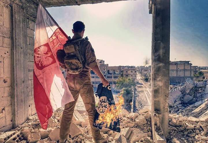 Польские бойцы SDF в городе Ракка, Сирия